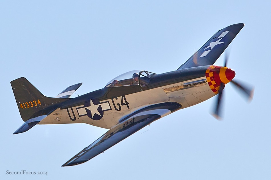 P-51 Mustang Very Low and Very Fast!