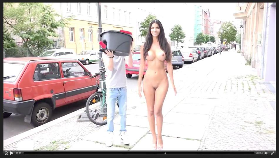 Micaela_Schäfer-Ice_Bucket-sm