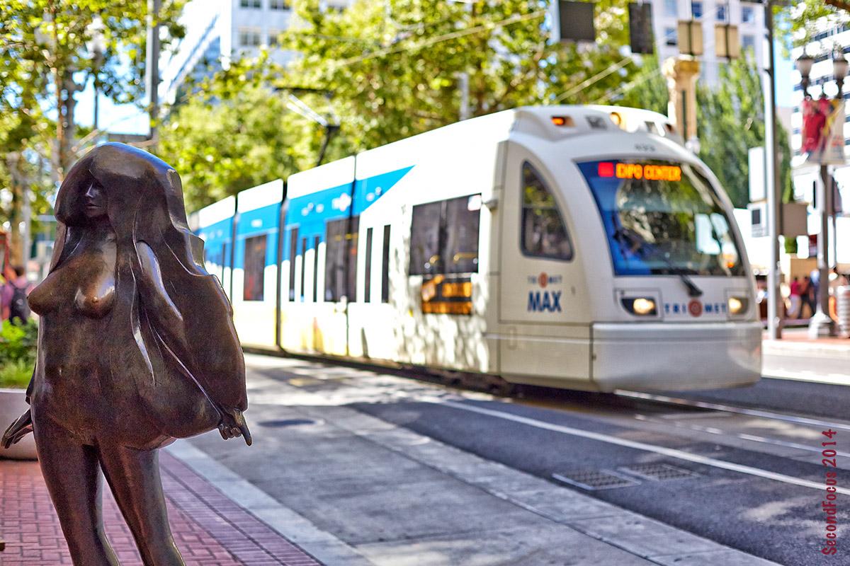 Kvinneakt Leaving The Train