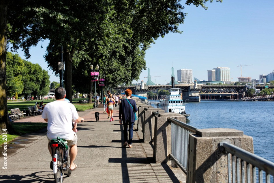 People Out Along The Willamette Reiver